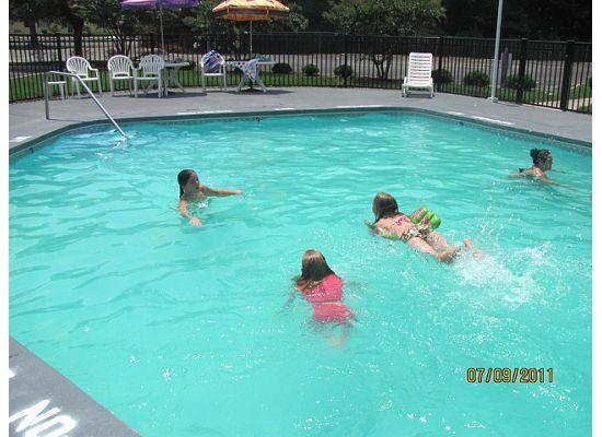 Rodeway Inn & Suites: pool