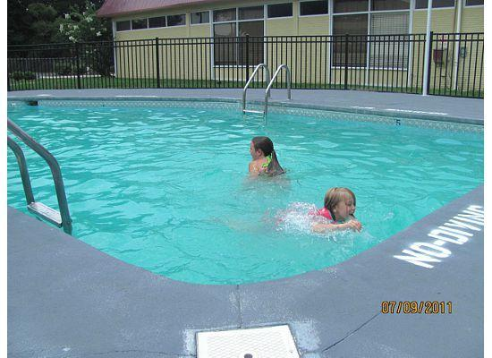إكونو لودج إن آند سويتس ويلمنجتون: pool