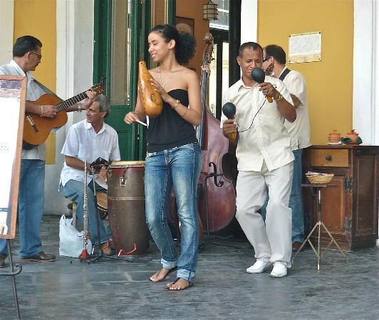 Casa Maura Habana Vieja: la musique est partout (plaza vieja )