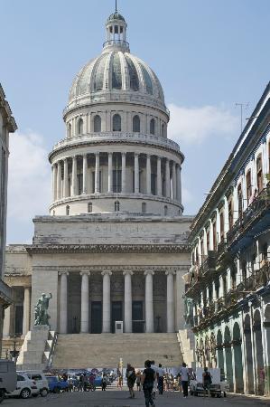Casa Maura Habana Vieja: le capitolio , copie de celui de WASHINGTON