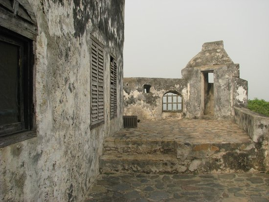 Apam, Ghana: Fort Lijdzaamheid - Battlements & Observation Post