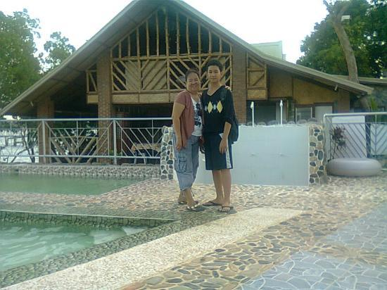 Marina De Bay: front of Pool..bay area