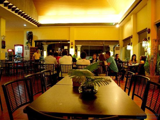 Bistro Garitoni: Nice place to dine in.