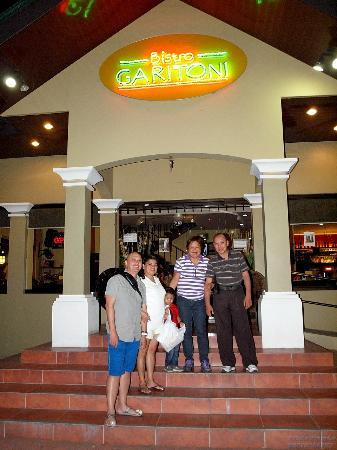Bistro Garitoni: Ms. Cynthia dela Cruz (third from left), the owner, with us.
