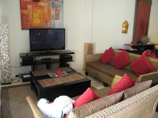 Beach Melati Apartments: living area