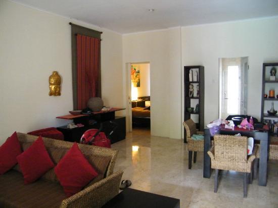 Beach Melati Apartments: view from living area toward bedroom 2