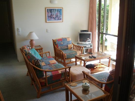 Peregian Court Resort: lounge, small tv with Foxtel & DVD/VCR