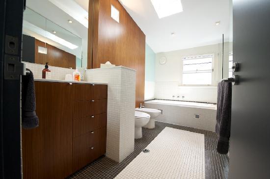 Forsyth Bed & Breakfast: Rozelle bathroom
