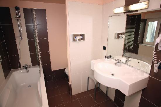 Hotel le Louvre : Salle de bain