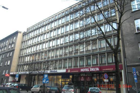 Hotel Delta: Façade de l'hôtel sur la rue
