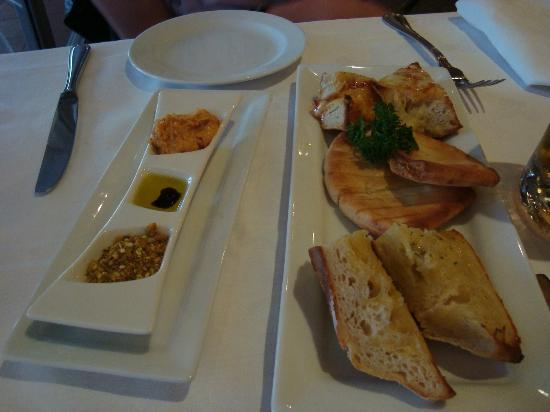 The Tides Restaurant & Bar : Bread Entree (for 2persons) including Dukkah,Olive Oil and Hummus