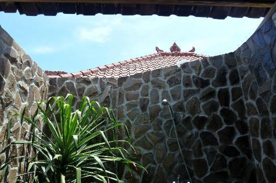 Safety Stop Bungalows: ...Zähneputzen unter bleuem Himmel - ein Traum