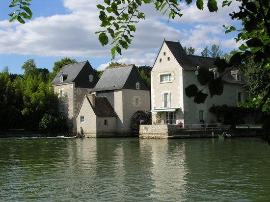 Les Moulins de Vontes : Les Moulins vus d'aval