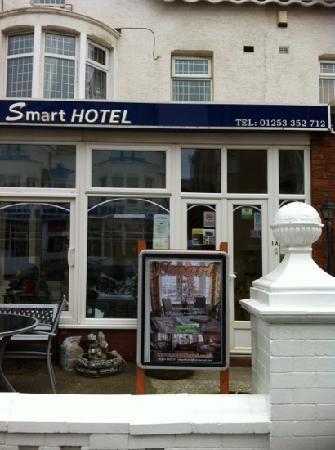 Smart Hotel: outside