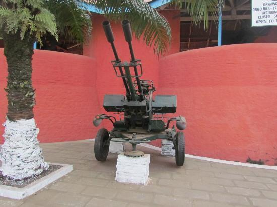Kumasi Fort - Ghana Armed Forces Museum: Kumasi Fort - Anti-Aircraft Gun Located Streetside