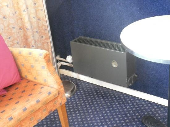 Apollo Hotel Lelystad City Centre: Elderly heater