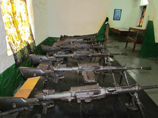 Kumasi Fort - Ghana Armed Forces Museum: Kumasi Fort - Italian Breda Light Machine Guns Captured In The WW2 Ethiopian Campaign