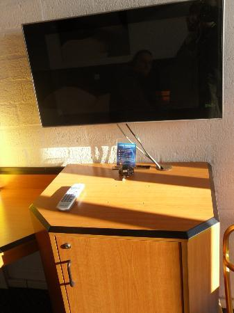 Apollo Hotel Lelystad City Centre: New flatscreen, old furniture