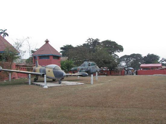 Kumasi Fort - Ghana Armed Forces Museum : Kumasi Fort - Ghana Air Force aircraft