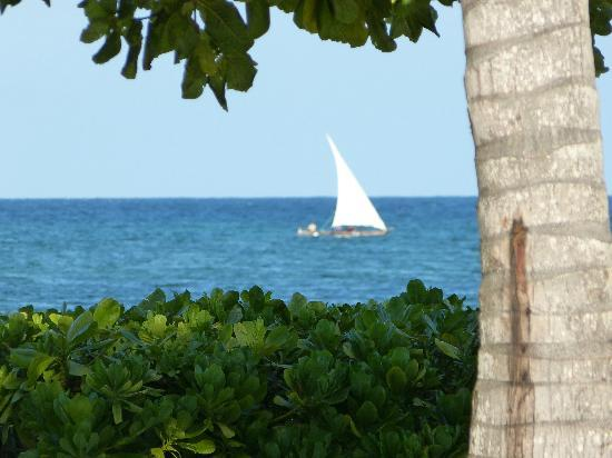 Mchanga Beach Resort: close to the beach