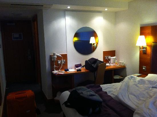Premier Inn London Kings Cross Hotel: Tavolo con bollitori