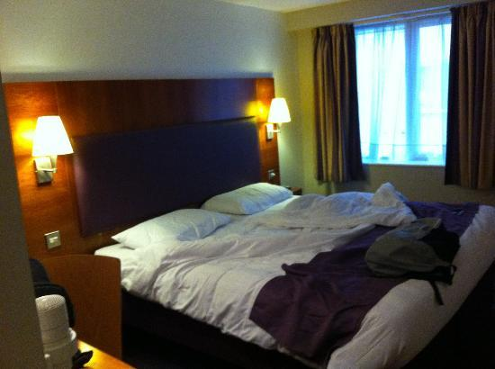 Premier Inn London Kings Cross Hotel: Scusate il letto disfatto