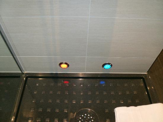 Led Leisten In Der Dusche : LED in der Dusche - Picture of Sofitel ...