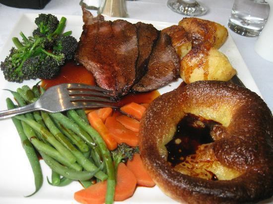 The Restaurant - Seaview Hotel: roast beef dinner - gorgeous gravy