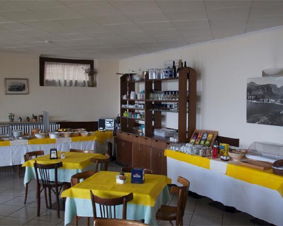Hotel Monte Baldo: Il buffet della colazione è ricco di cibi sia dolci che salati