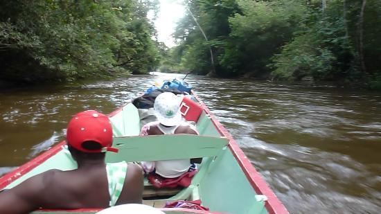 Danpaati River Lodge: Met de korjaal naar Danpaati