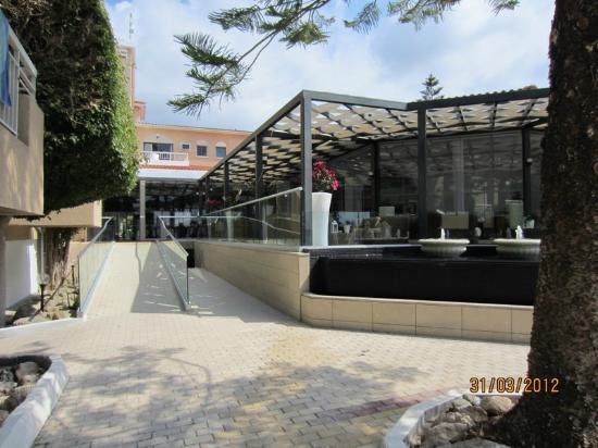 The King Jason Paphos: Walkway to main building