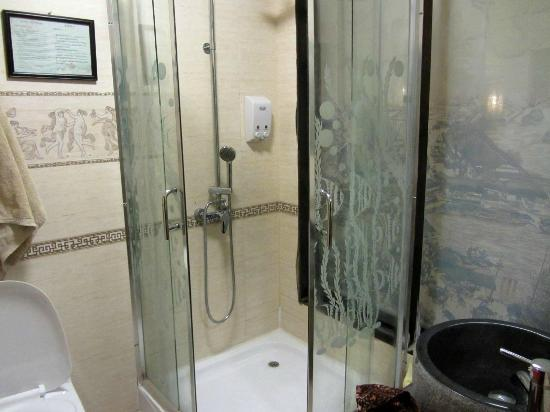 Hidden Dragon Villa: Superior Suite Bathroom