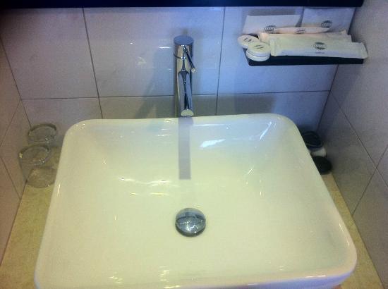 Hotel Richbaliz: Large sink
