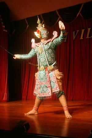 Silom Village Restaurant: Entertainment whilst dancing