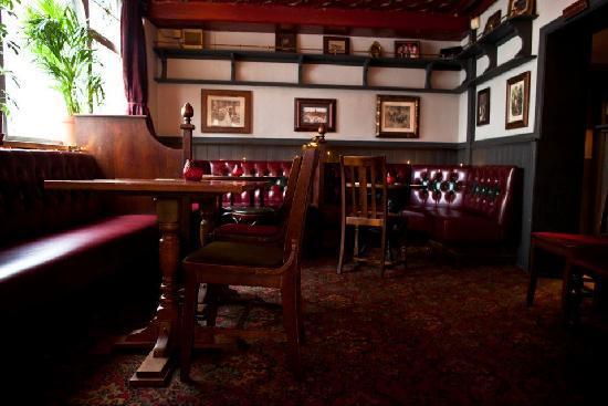 The Salutation : Pub Interior 1