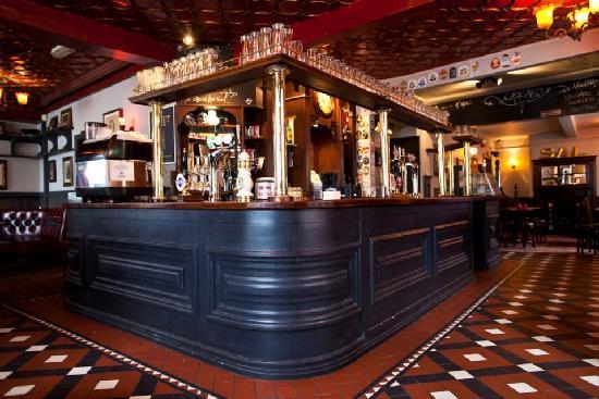 The Salutation : Pub Interior 4