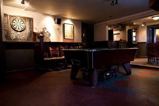 The Salutation : Pub Interior
