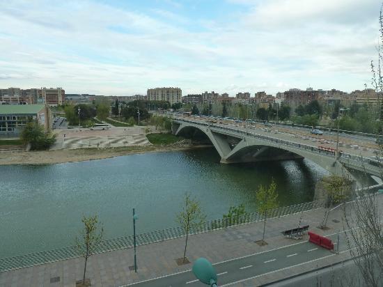 NH Ciudad de Zaragoza: El Ebro desde la habitación