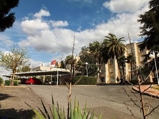 ILUNION Las Lomas: fachada