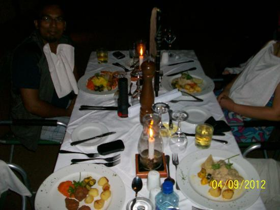 Falaza Game Park & Spa: dinin by the pit!!!