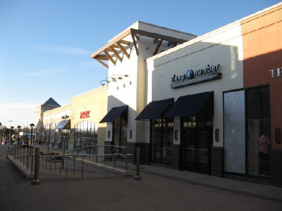 Genesee Valley Center: New Outdoor shopping
