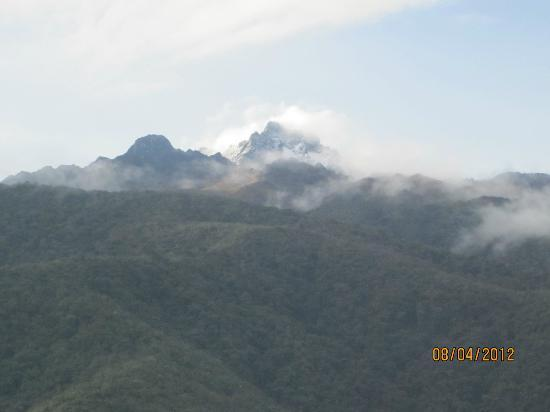 Hotel y Cabanas Sierra Linda: Vista desde la ventana de la cabaña al Pico Bolivar