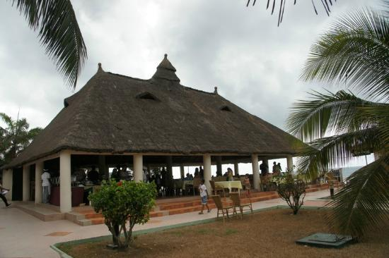Busua Waves Resort: Dining and Bar area