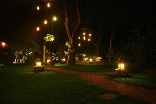 Secret Garden Chiang Mai: Secret Garden at night