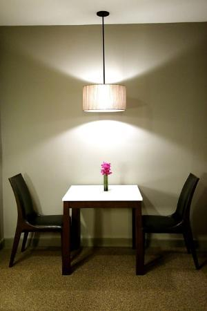Sivatel Bangkok: A dining table at the room