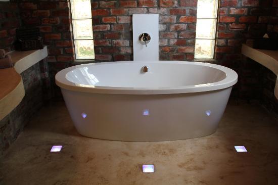 Fraai Uitzicht 1798: Wonderful bath