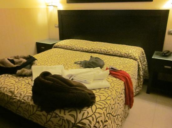 โรงแรมเยส: Cama matrimonio