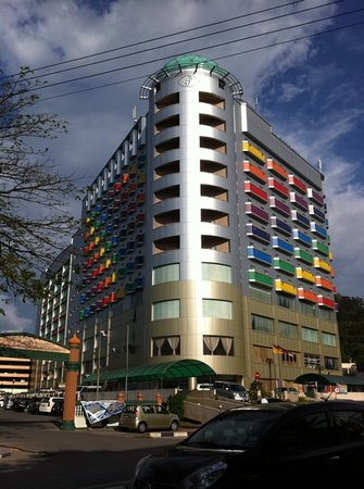 Hotel Seri Malaysia Lawas: The front view of the hotel.