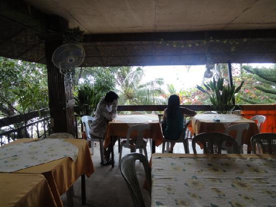 Tierra Azul Alona Beach House: Breakfast area :p