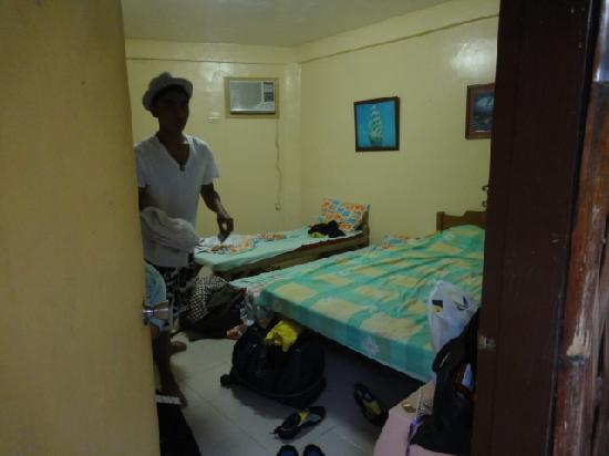 Tierra Azul Alona Beach House: Our messy room after snorkeling ;p